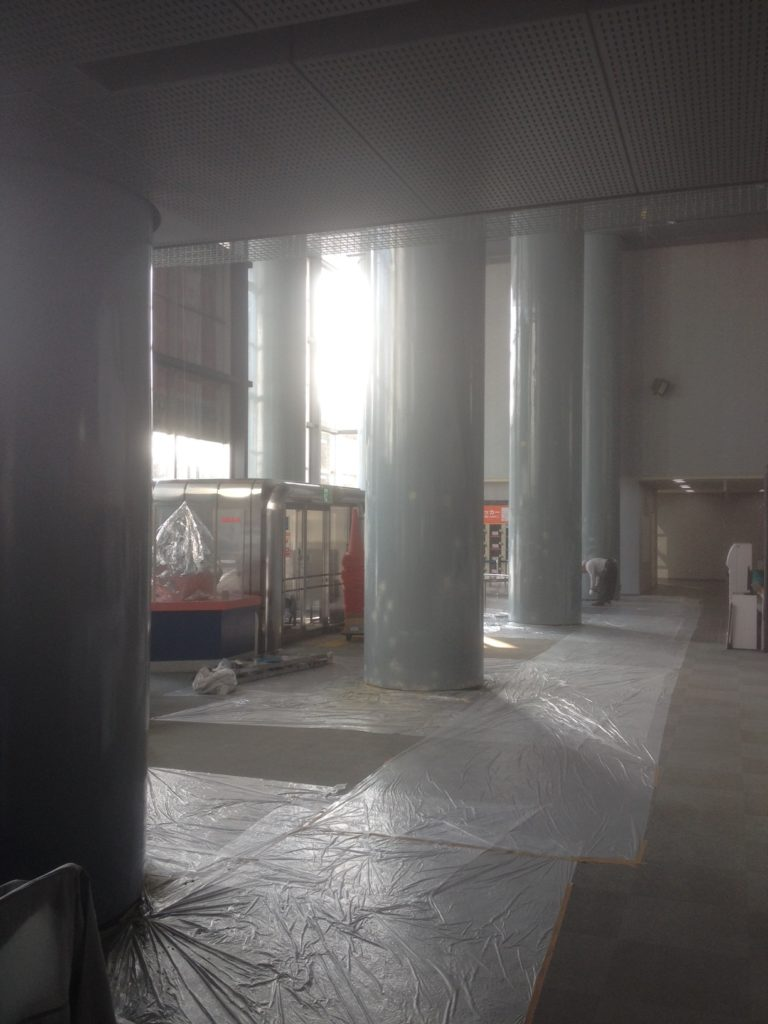 札幌市公共施設ロビー内柱塗装工事