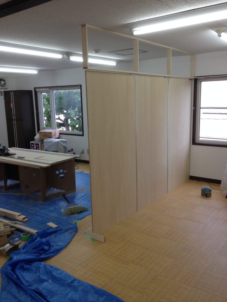 札幌市内介護施設木製パネル設置